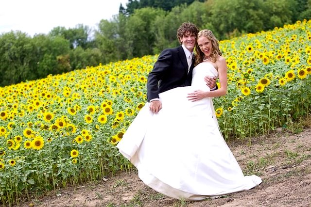 Sunflower WEdding bride & groom